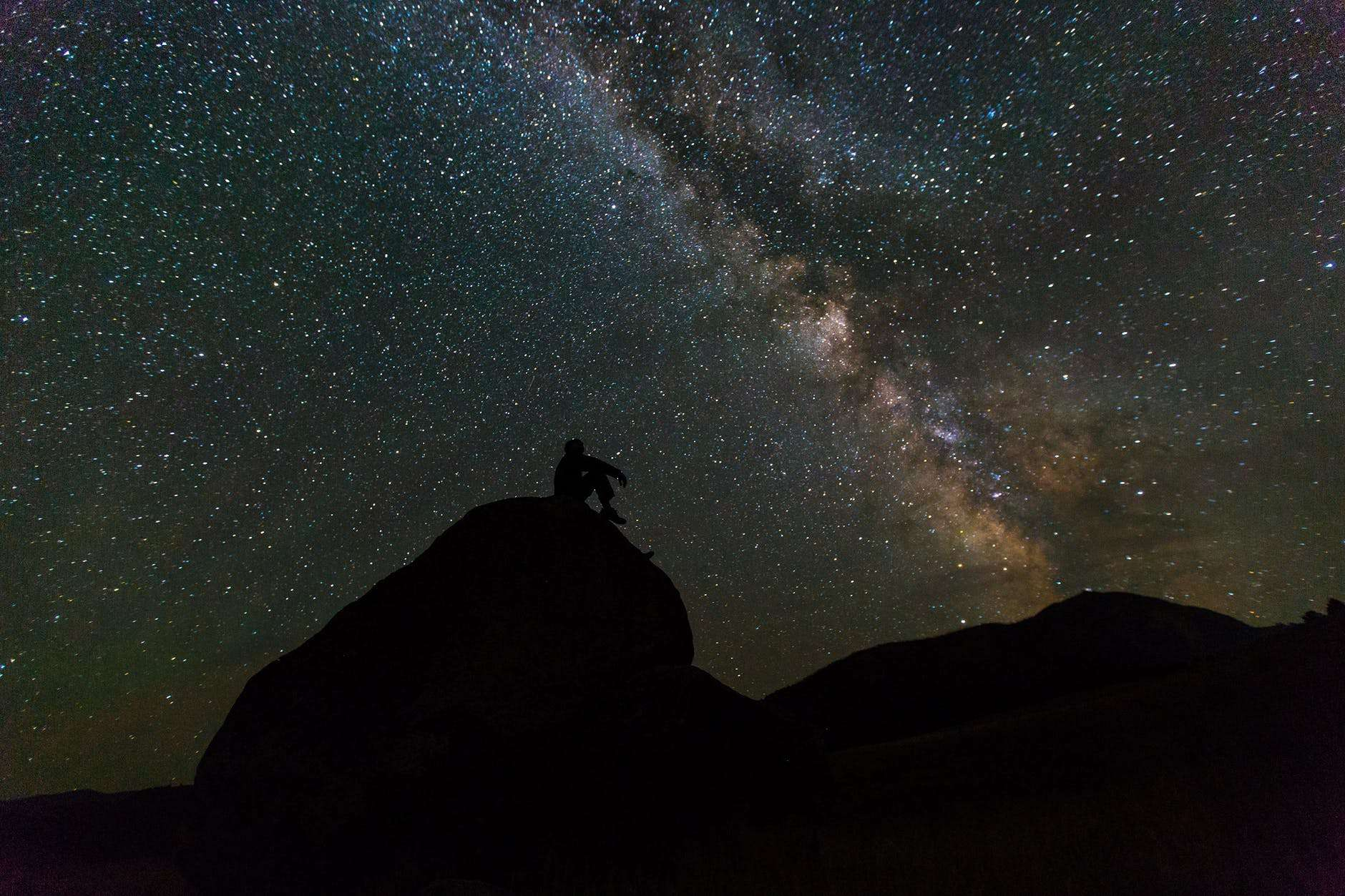 guy trying to see the stars naturally