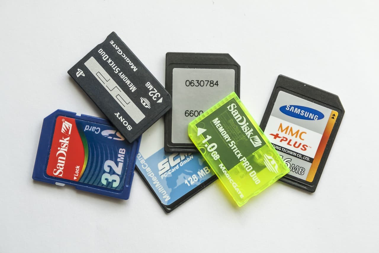 lots of sd card brands like samsung, sandisk, sony