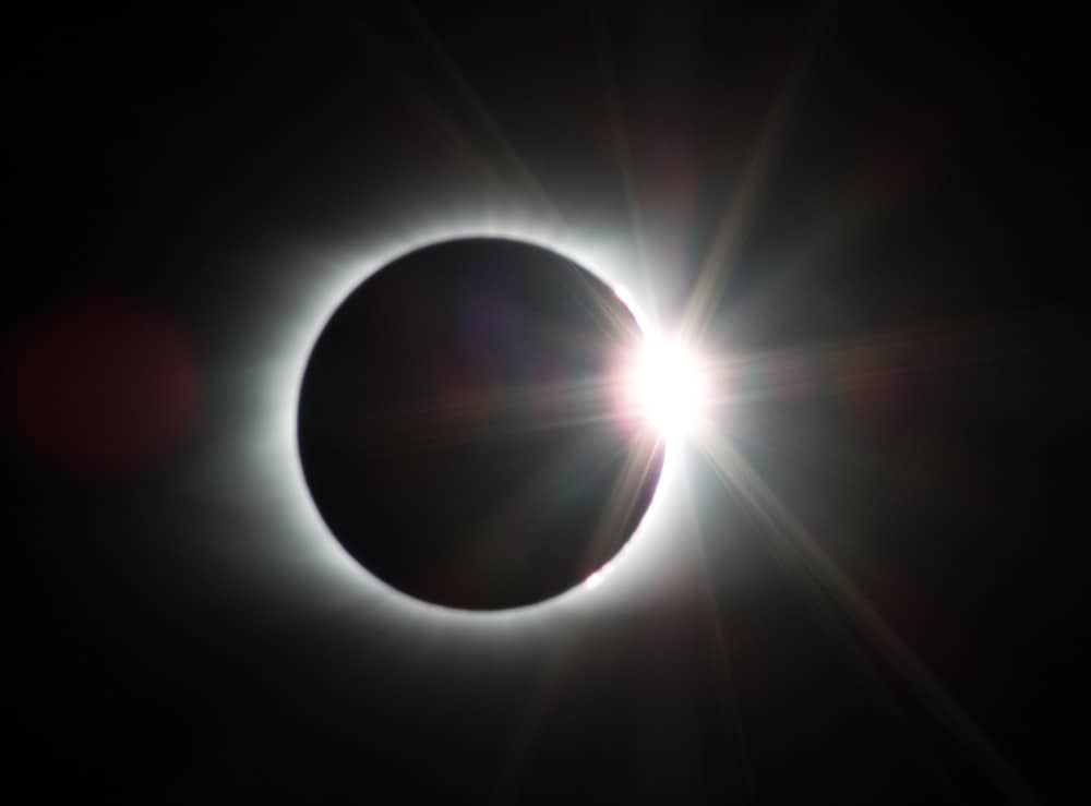 eclipse solar de anel de diamante