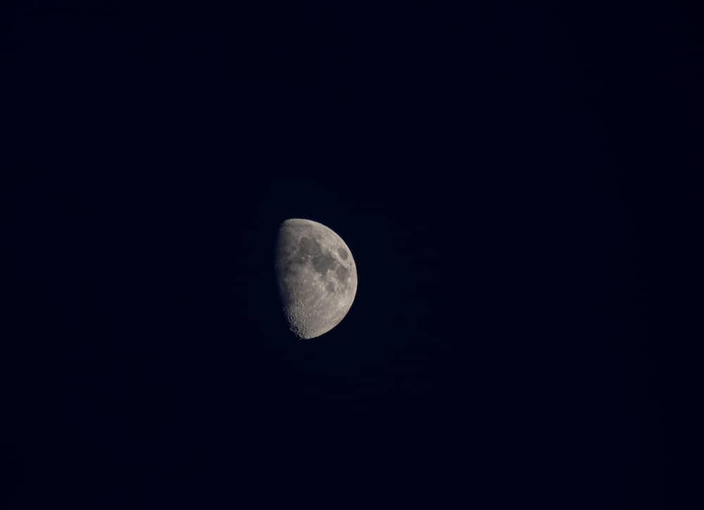 Single shot of Moon taken with Olympus E-PL6 micro four thirds mirrorless camera