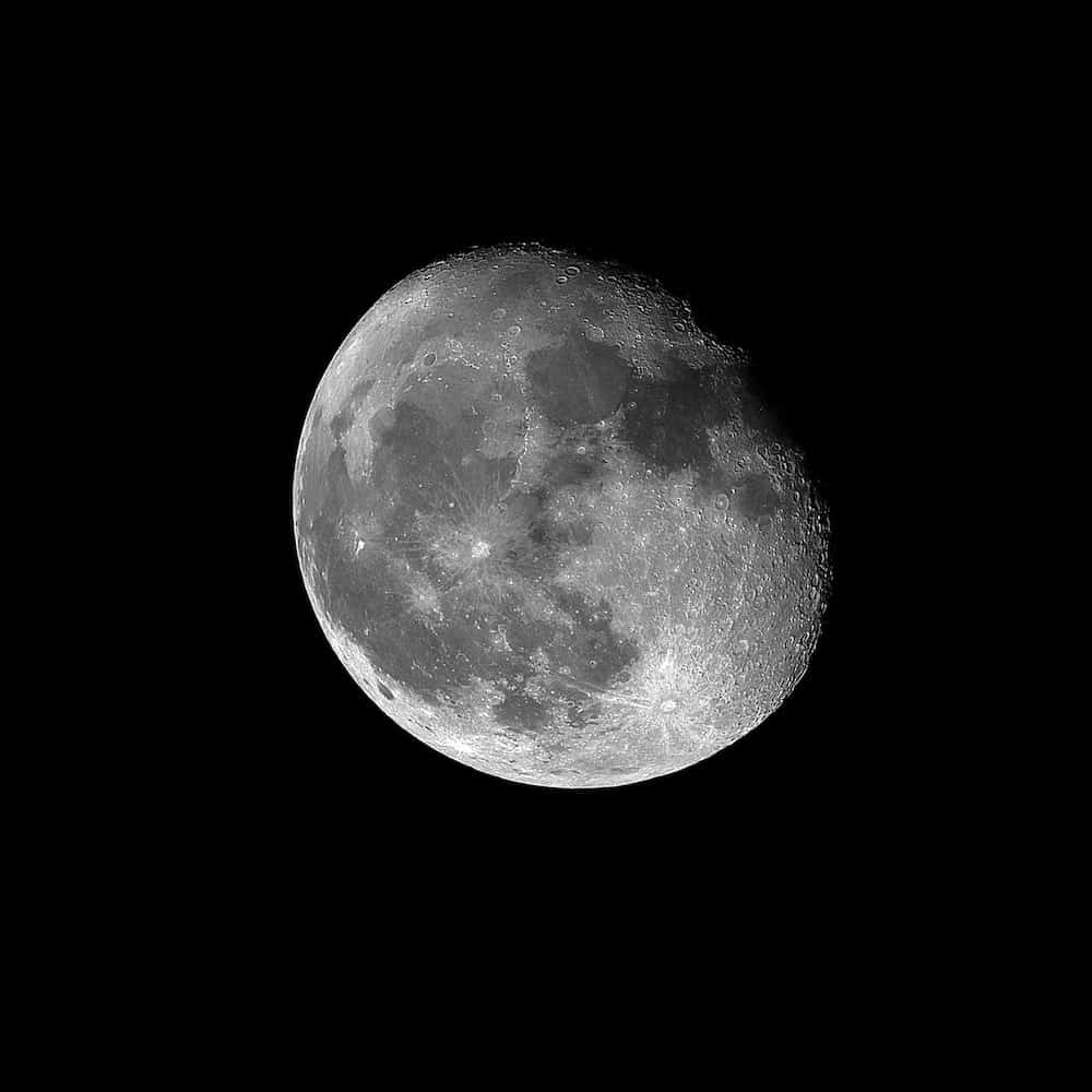 Moon shot with a 40 years old Olympus Zuiko OM 200 f:4 lens