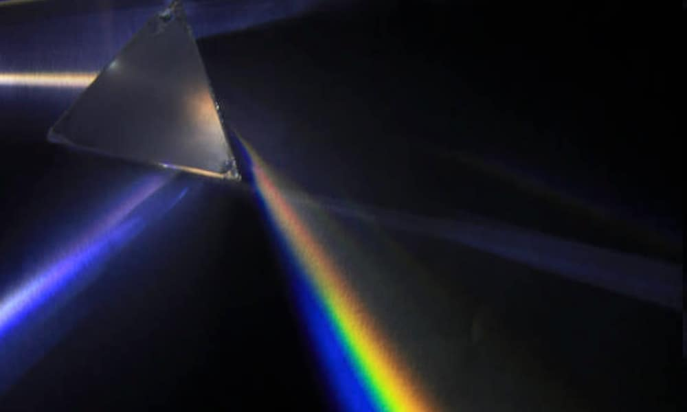 A prism used to decompose white light