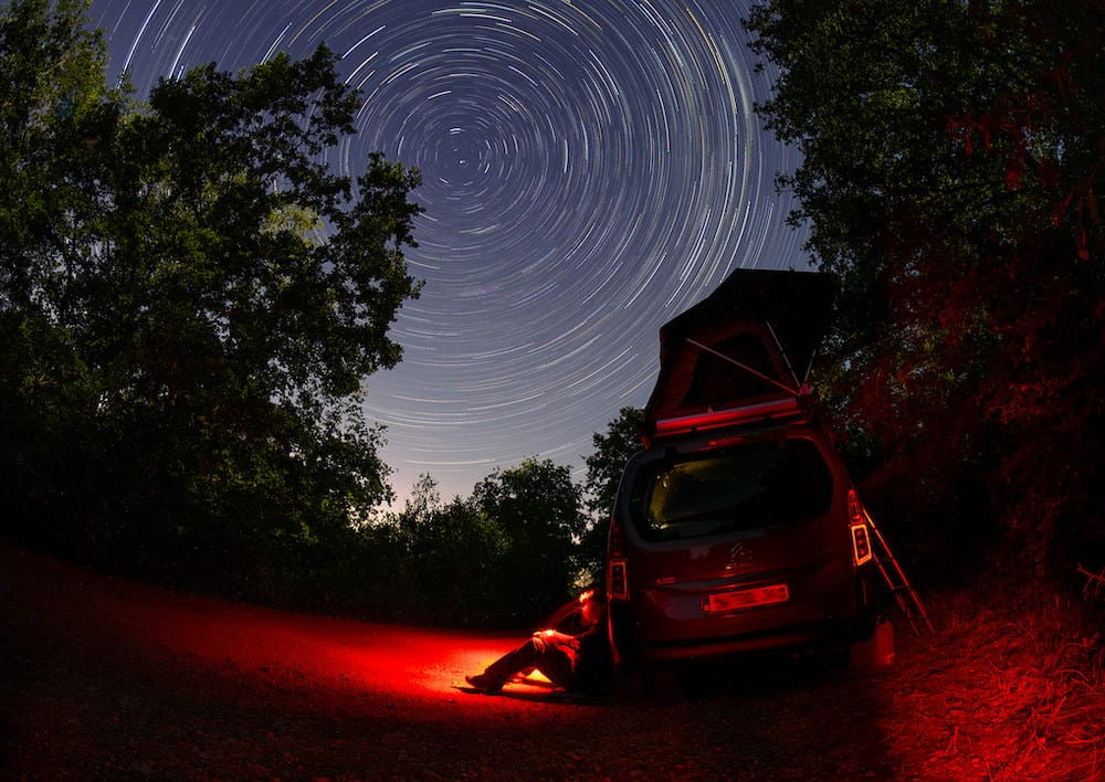 Capturing star trail with a foreground image