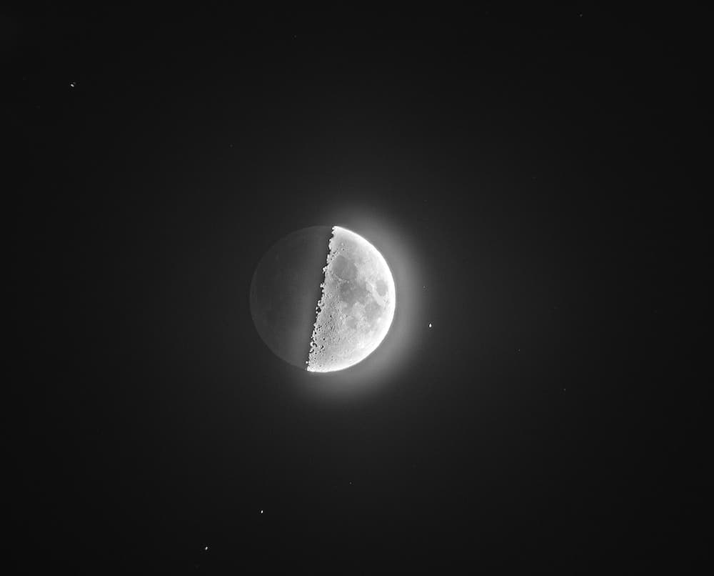 Earthshine and stars can be photographed even with the Moon in its 1st quarter