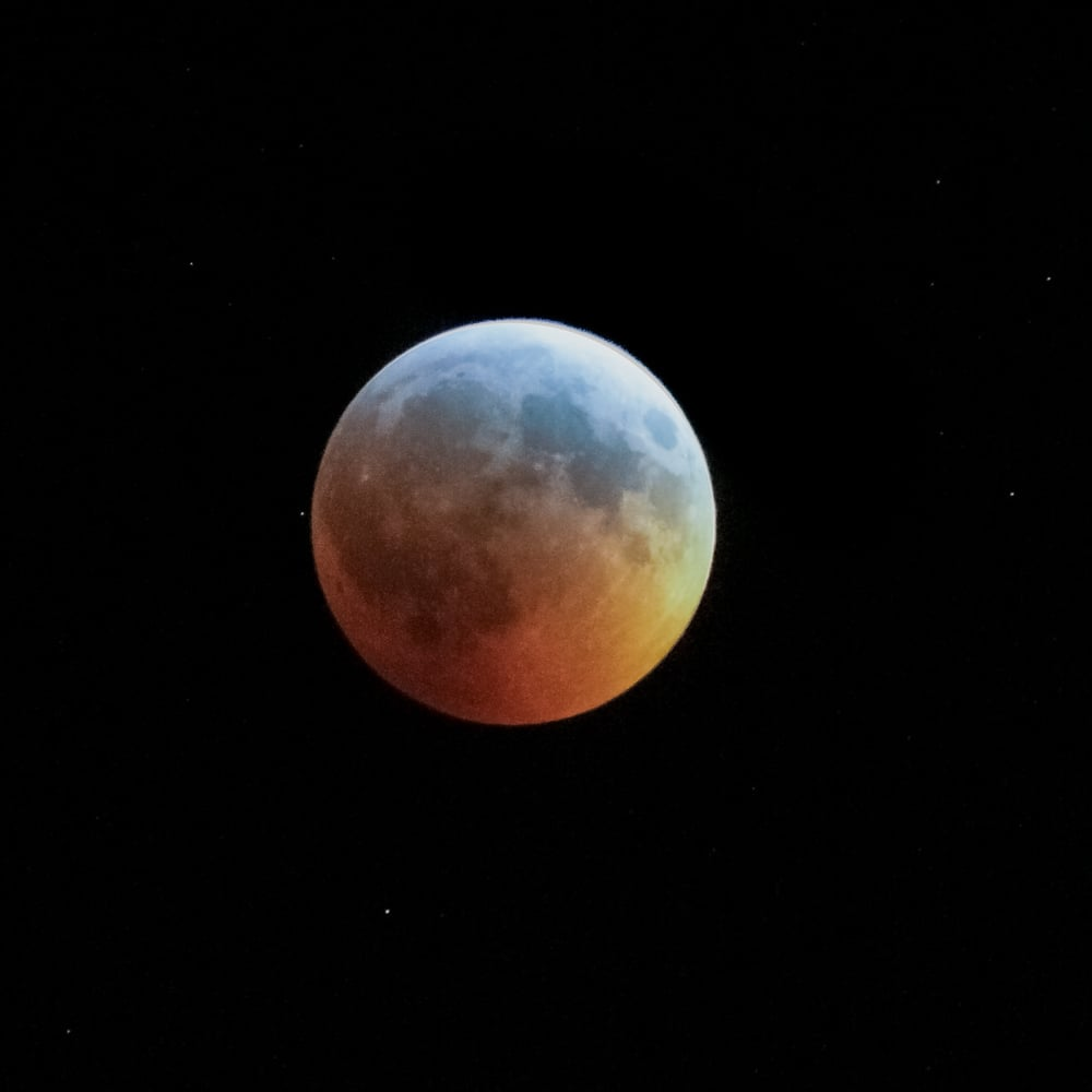 Turquoise effect during the total lunar eclipse