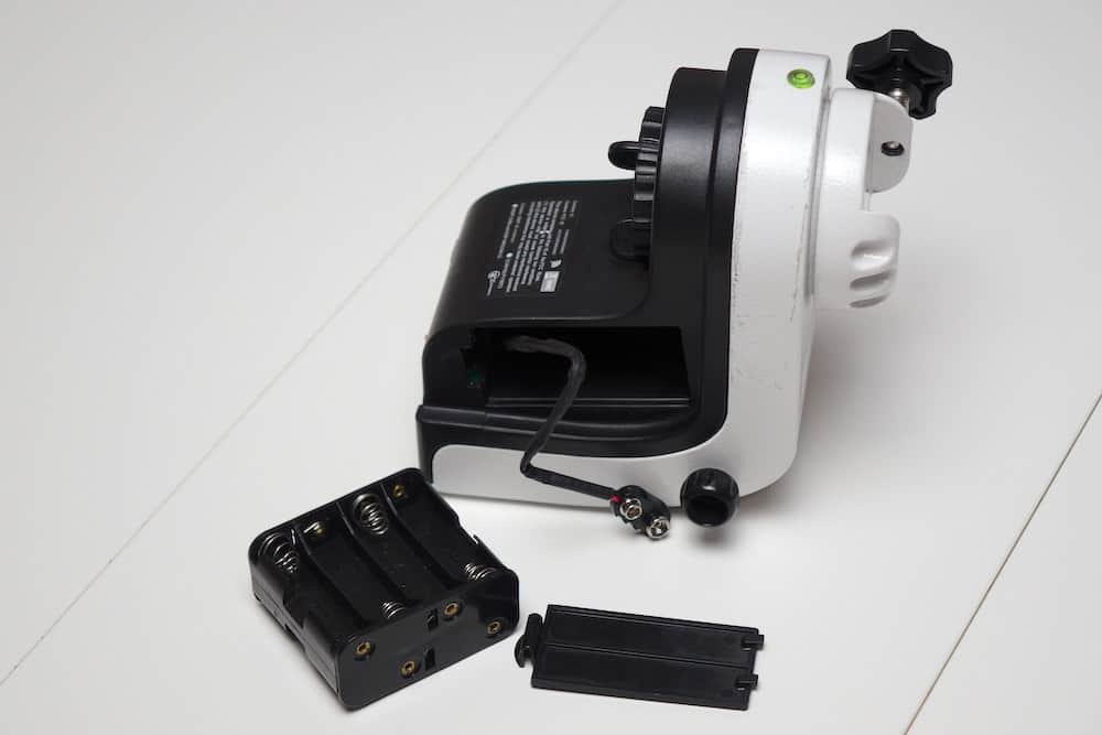 The battery compartment can be disconnected and removed from the mount to easily replace the batteries.