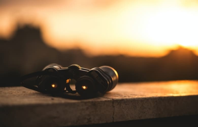 A binocular on a setting sun, ready for viewing the night sky
